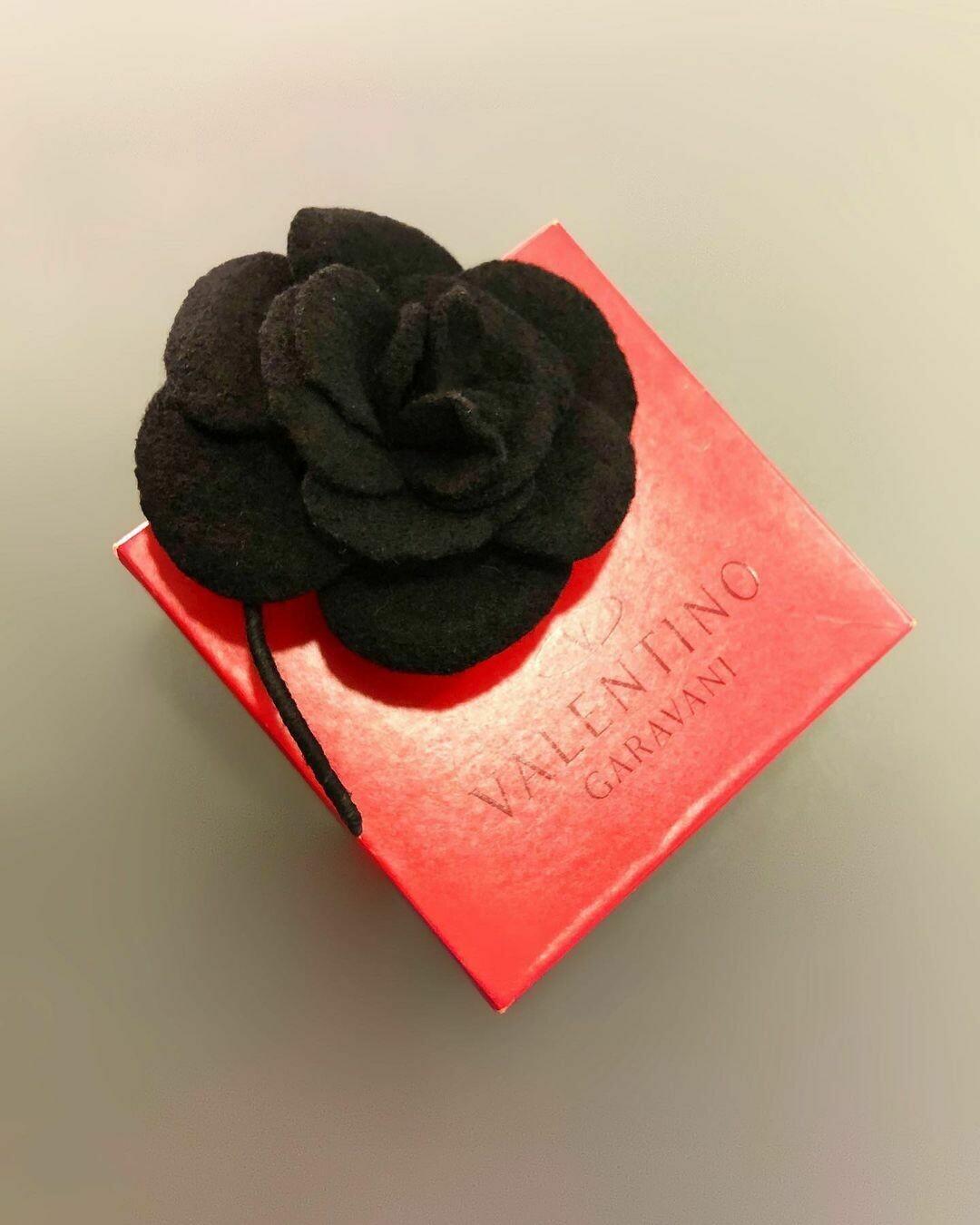 Брошь «цветок» от VALENTINO