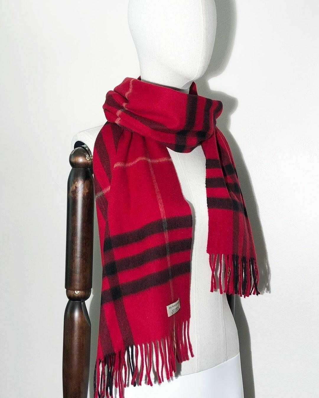 Новый шарф из кашемира от Burberry