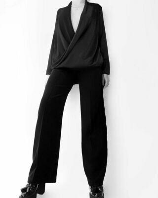 Прямые брюки со стрелками и бархатными лампасами от Elena Andriadi