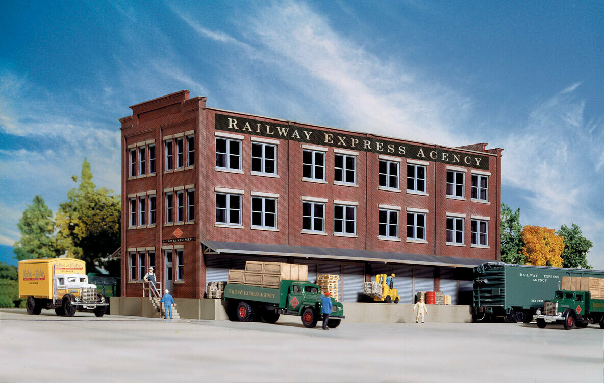HO REA Transfer Building Freight