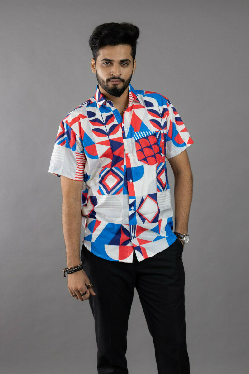 Men Wears Geometric Pattern Printed Ultra Soft Giza Cotton Short Sleeve Shirt