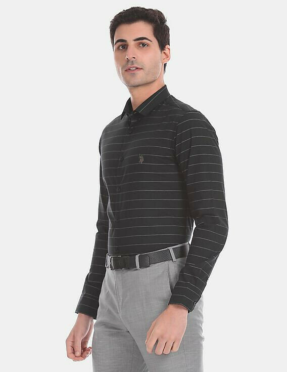Looks Attractive In Black Color Horizontal Stripes Shirt