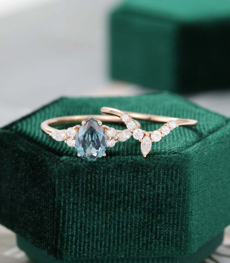 Pear shaped Alexandrite engagement ring set rose gold vintage unique Marquise diamond Cluster engagement ring women wedding Promise gift