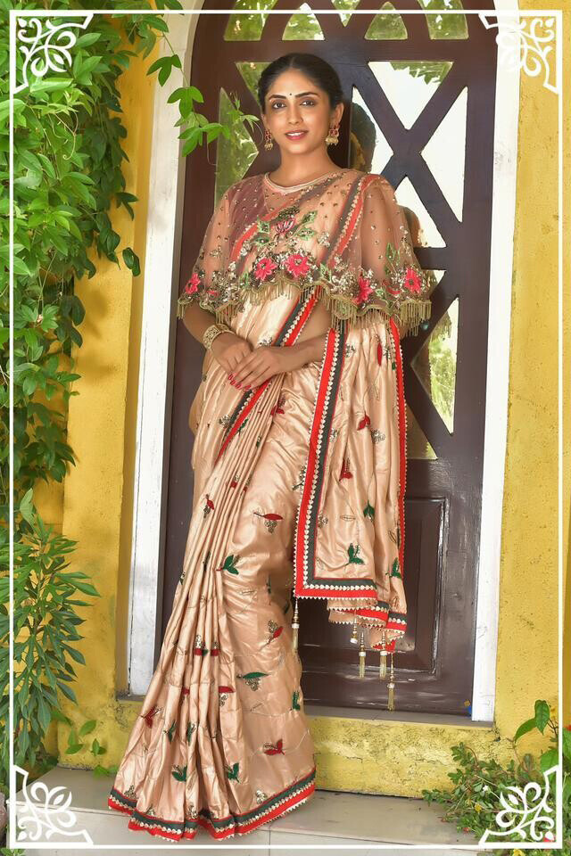 Glossy Floral Pattern With Party Wear Silk Saree For Women