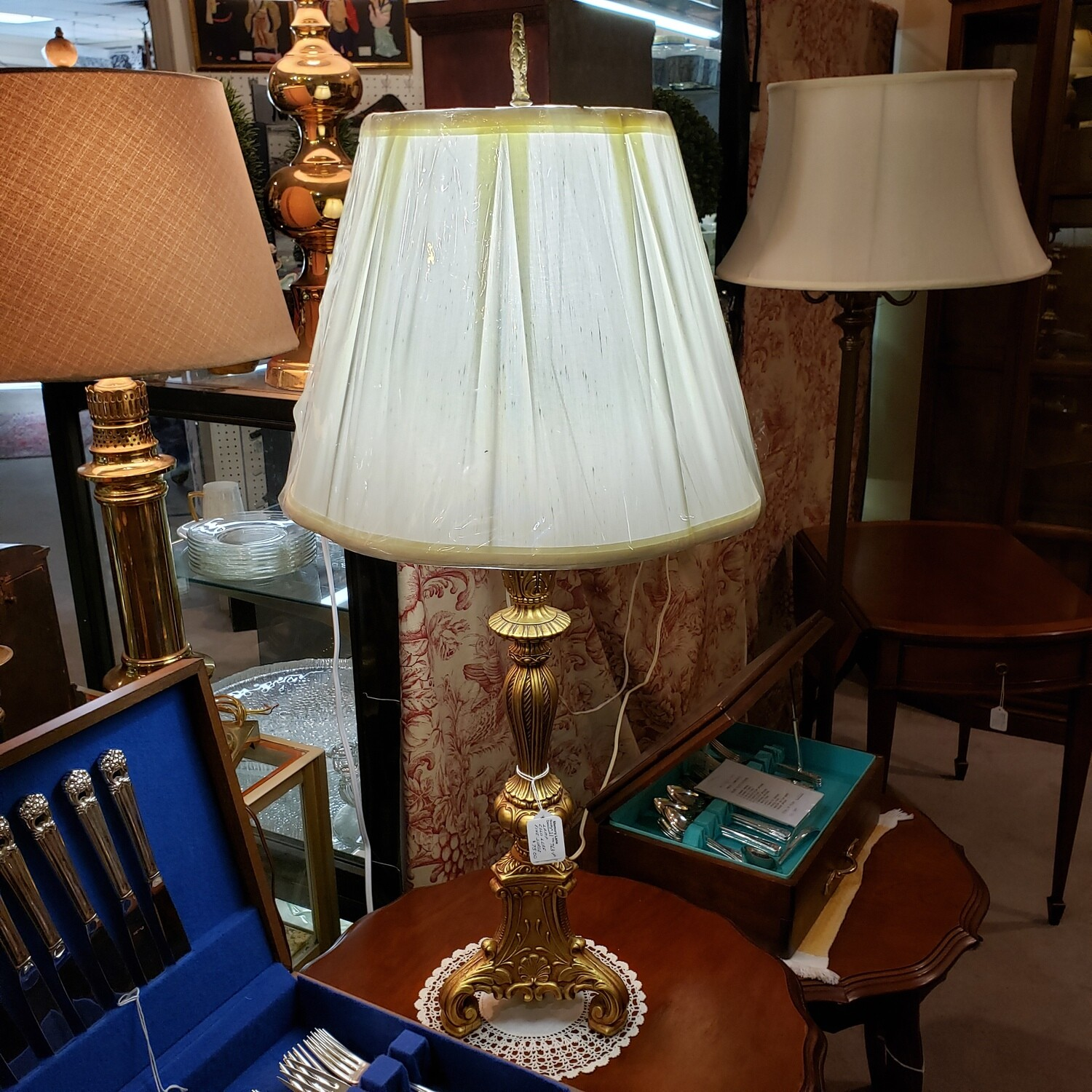 Gold tone base - solid stunning lamp
