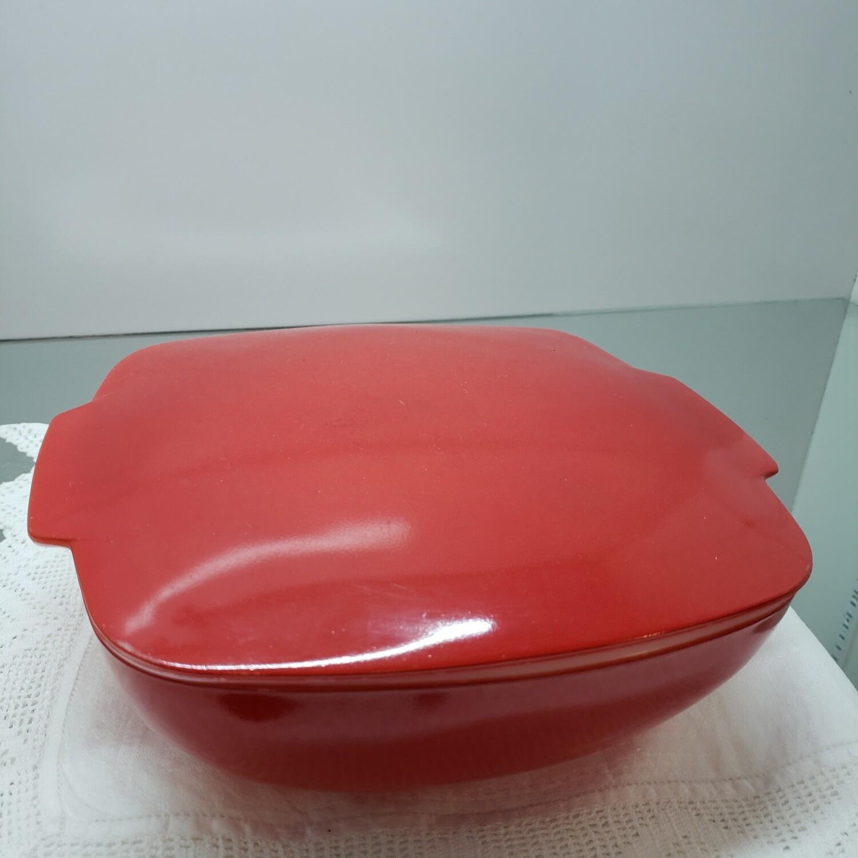 Red Pyrex 2 pc Casserole dish Mint