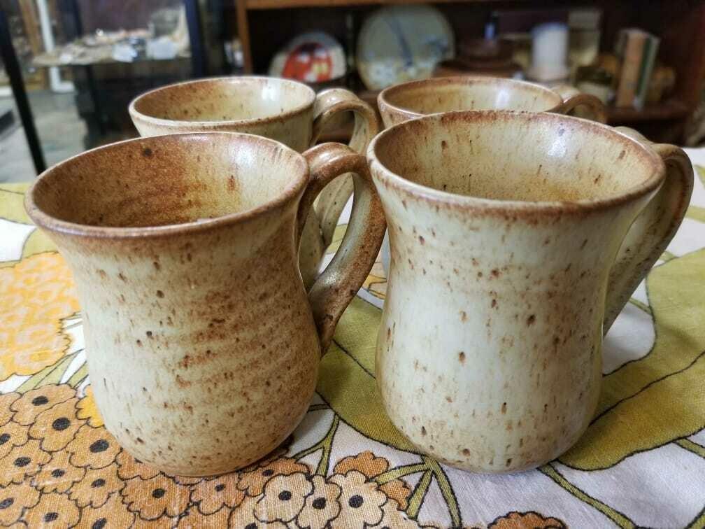 Hutchings Eatons Christmas Brown Pottery Mugs (4) set - D53 - 1977
