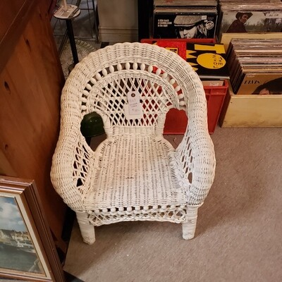 White Wicker Children's Chair - B63