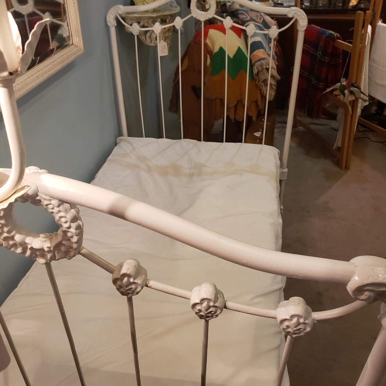 Child's Settee / Bed - V55