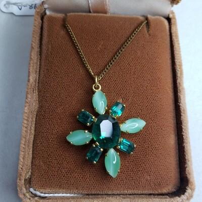 Vintage Green Stone Pendant Necklace Set - V86