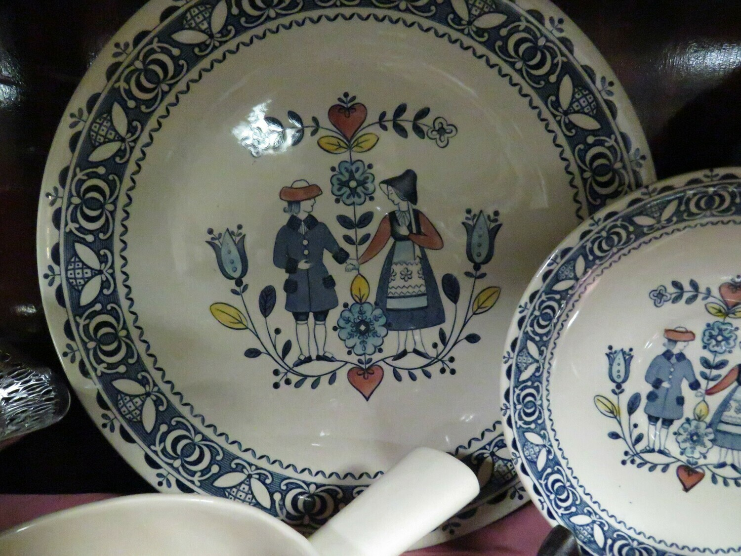 Hearts and Flowers - Johnson Brothers - Dishes & Serving pieces   - Booth B85
