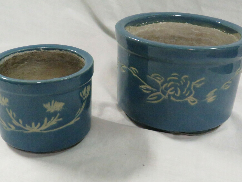 2 Blue crocks - Vendor V94
