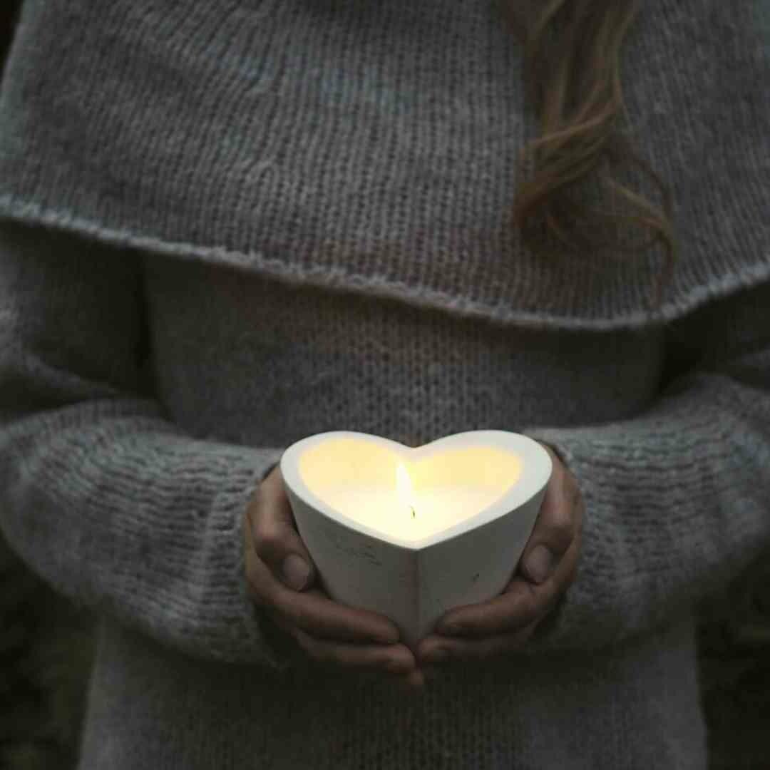 Kynttilä betonia, sydämenmuotoinen