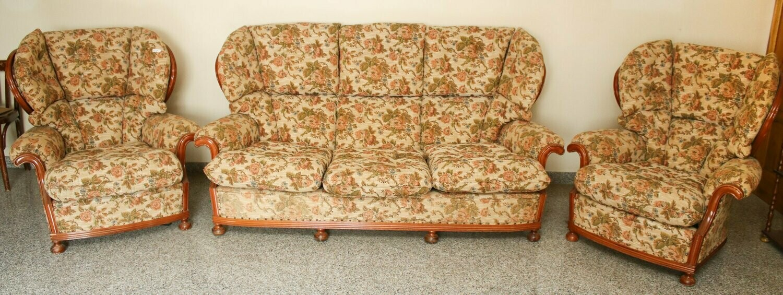Coppia di poltrene e divani