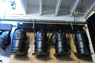 YORKVILLE LP-304 Barre d'éclairage (kit de 2) avec Contrôleur LP-608 et sac de transport (usagé)