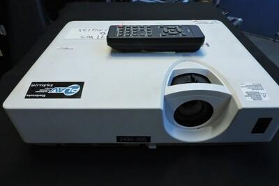 Hitachi CP-X2530WN Projecteur Vidéo 2700 Lumens avec Télécommande (usagé)