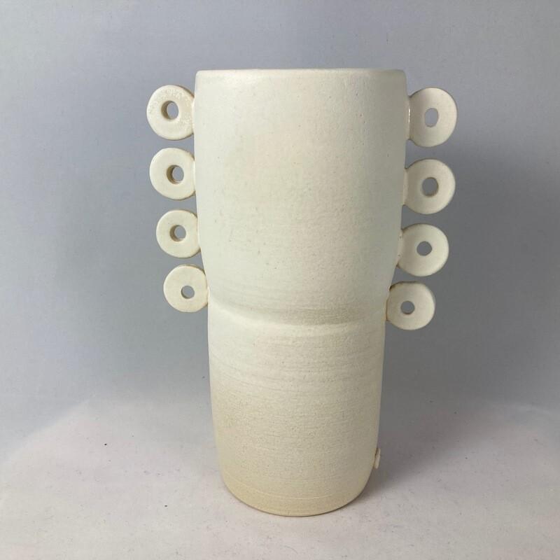 Vase O side