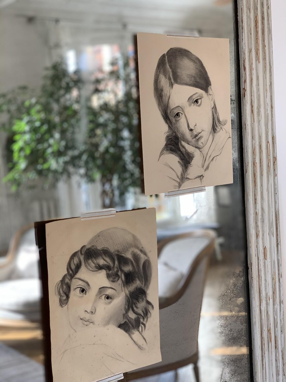 Deux dessins au fusain visages d'enfants
