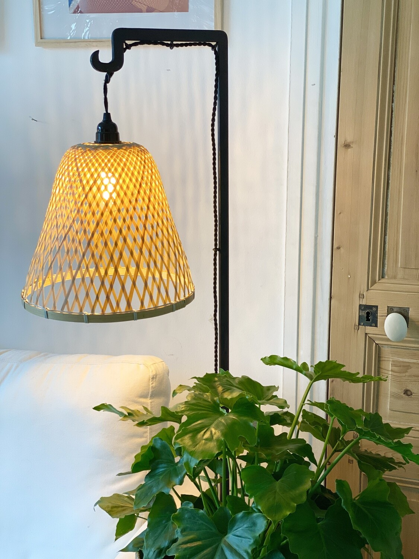 Paires de lampadaires fer forgé et abat-jour bambou