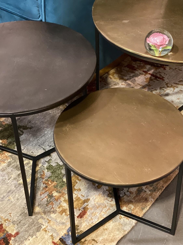 Set de 3 tables basses noir et or