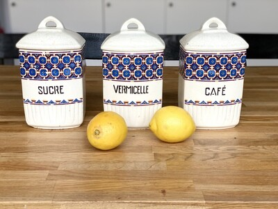 3 pots à épices en faïence