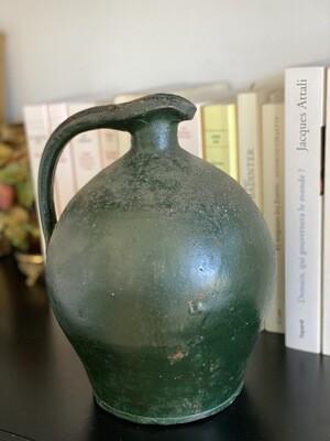 Cruche en terre cuite vernissée vert