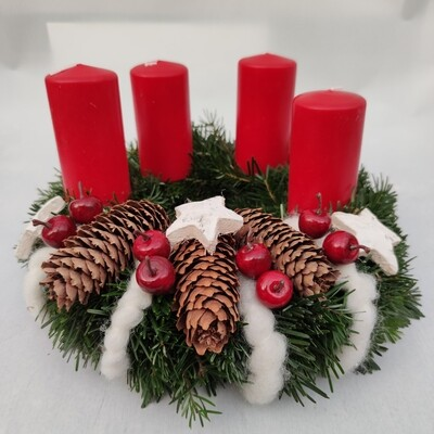 Advents-Kränzchen Dekoriert Rot und Wolle