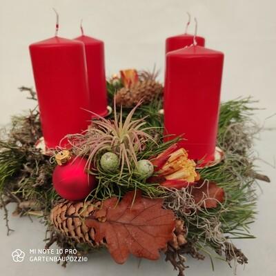 Adventskranz Geschmückt mit Lebendige Pflanzen