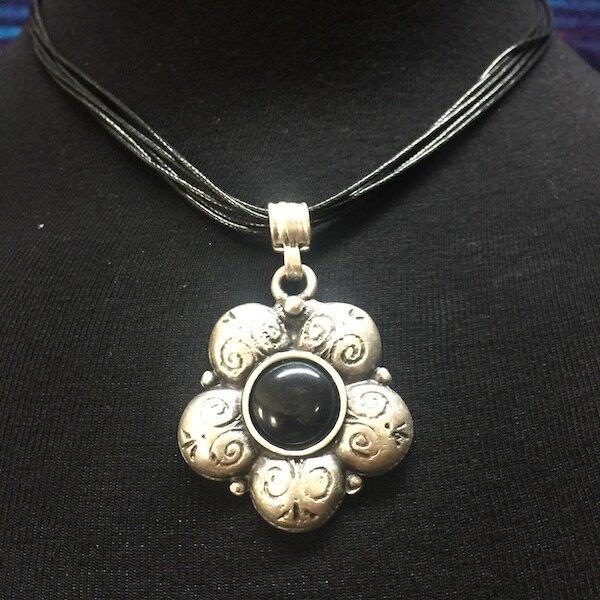 OTP-1931 Pendant necklace