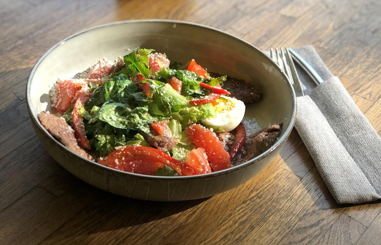 Теплый салат с говядиной и грейпфрутом