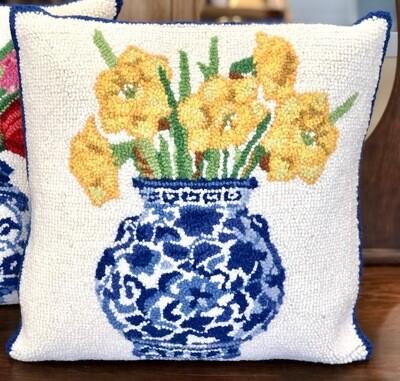 Ginger jar w/daffodils pillow (KI)