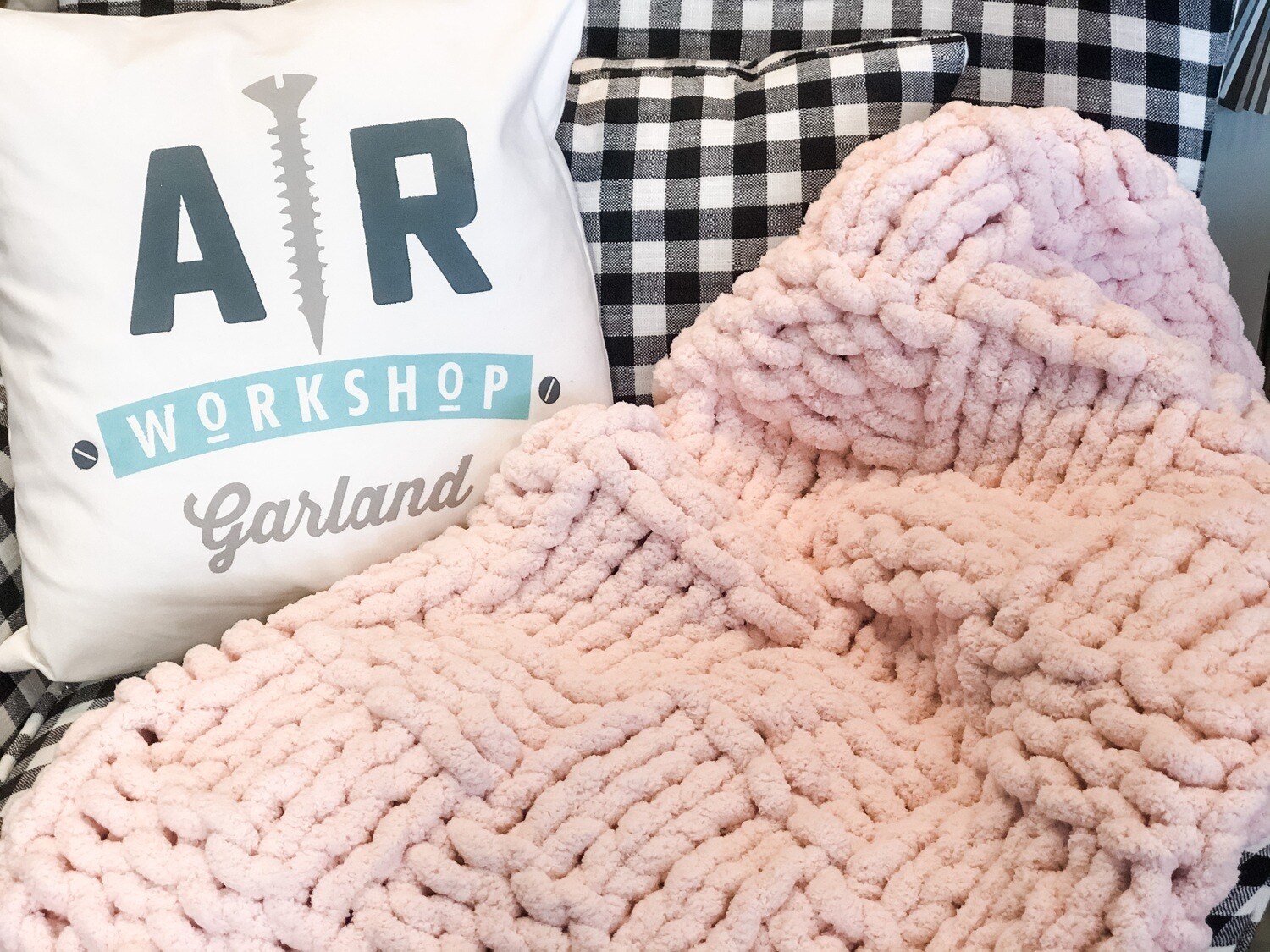 Checkered Pattern Chunky Knit Blanket