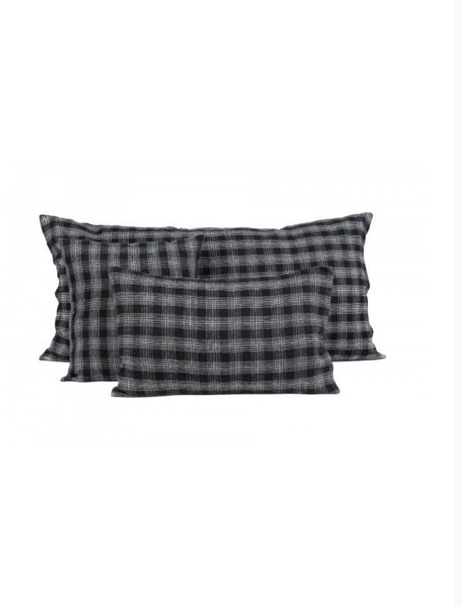 Coussin 55x110 fond noir carreaux blancs
