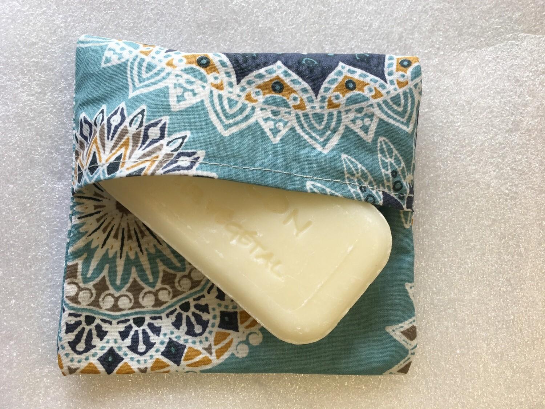 Pochette imperméable (porte savon, lingette..)