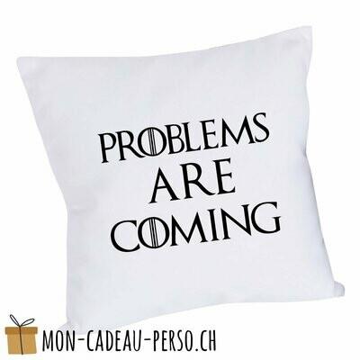 "Coussin humoristique - 40x40 - Housse couleur blanche - ""problems are coming…"" (GOT)"