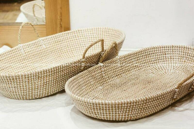 Oval white seagrass baby basket with 2 sides handle for big Baby