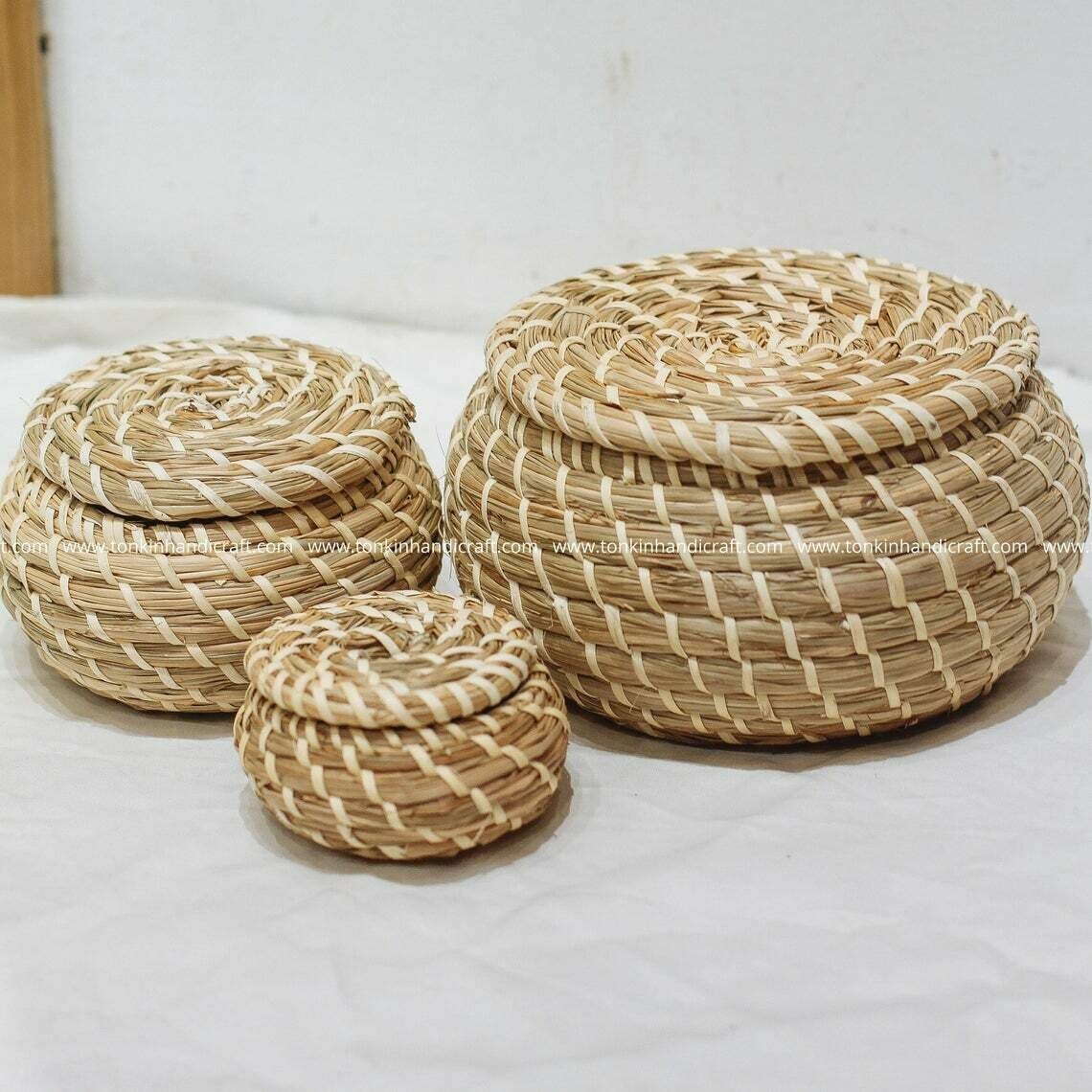 Set of 3 Braided Handwoven Natural Round Holder basket with lid