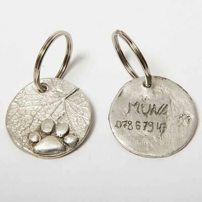Hundemarke mit Naturprägung und Gravur aus Sterling Silber