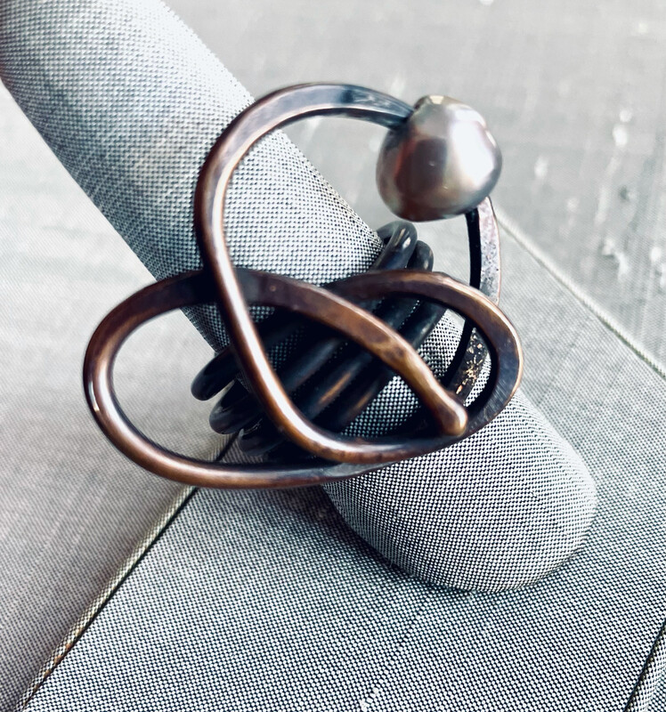 Swirl Ring With Pearl