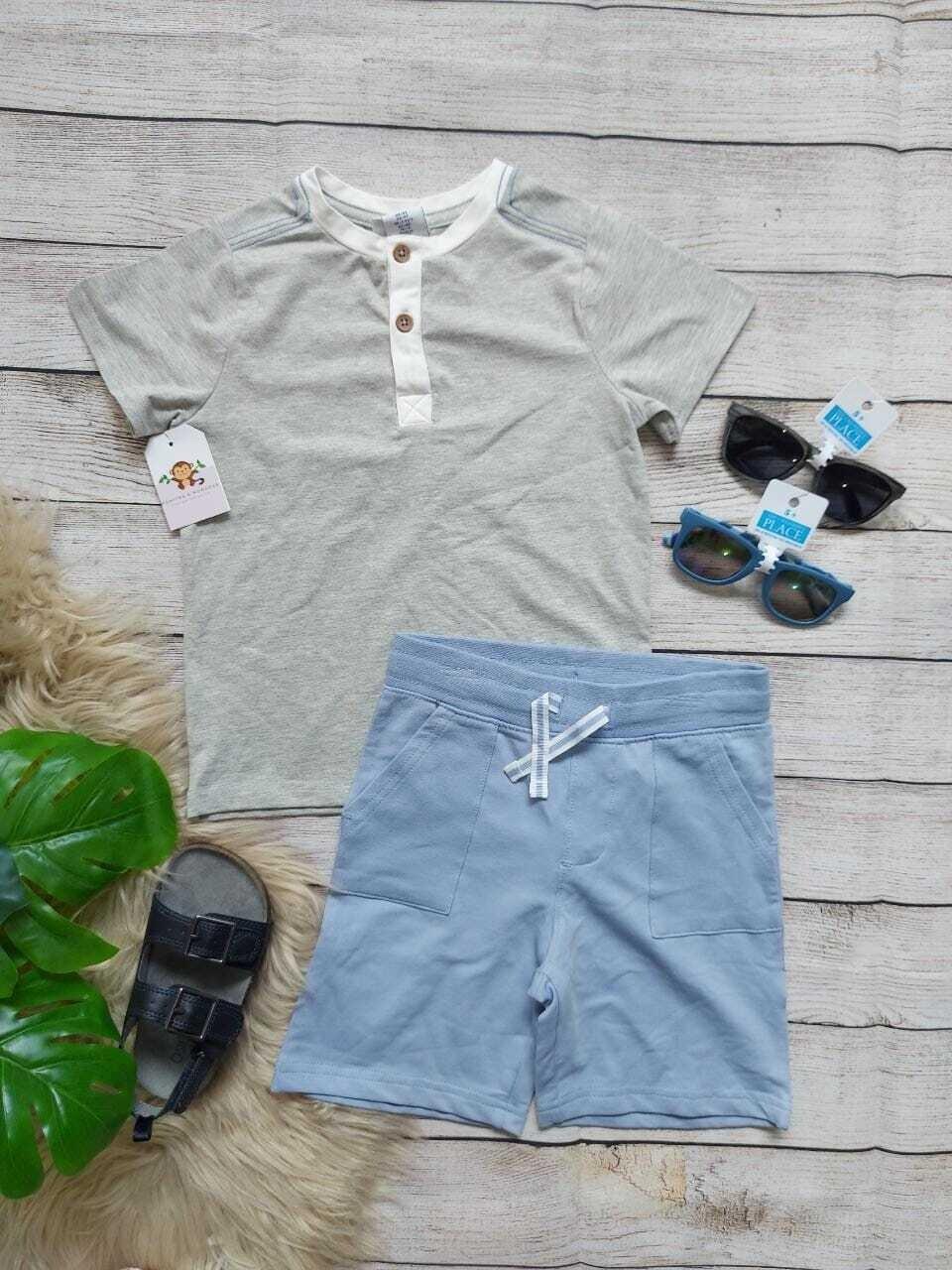 Set camiseta gris, short celeste, 4 años