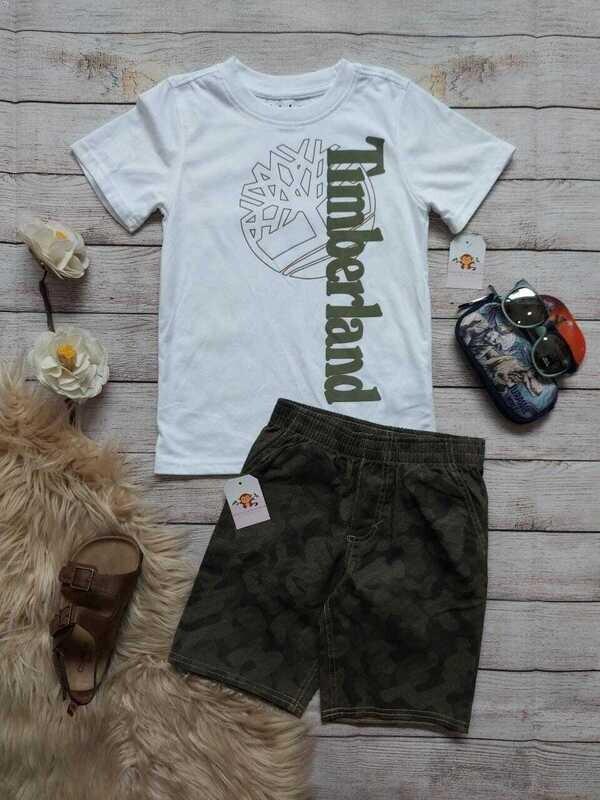 Set Timberland, camiseta blanca + bermuda color verde militar, 6 años