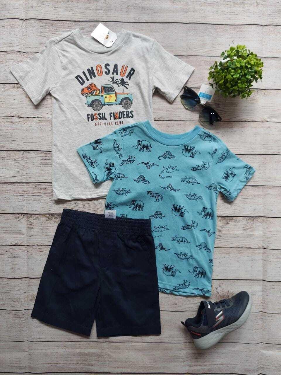Set 3 piezas, camiseta gris + camiseta celeste dinosaurios + short azul marino, 4 años