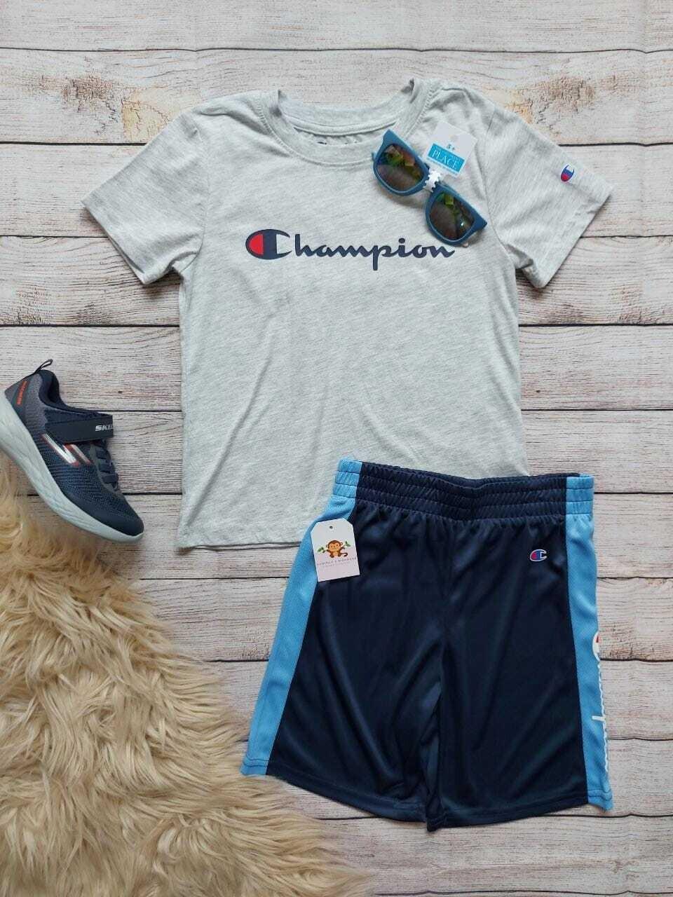 Set Champions, camiseta gris + pantaloneta azul con franjas celestes, 6 años