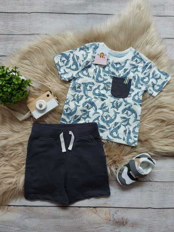 Set 2 piezas tiburón, camiseta blanca + short negro, 12 meses