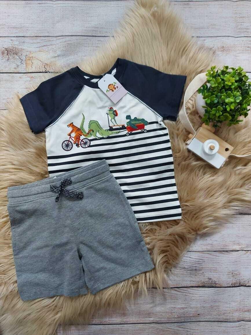 Set 2 piezas, camiseta blanca con rayas azules + short gris, 18 meses