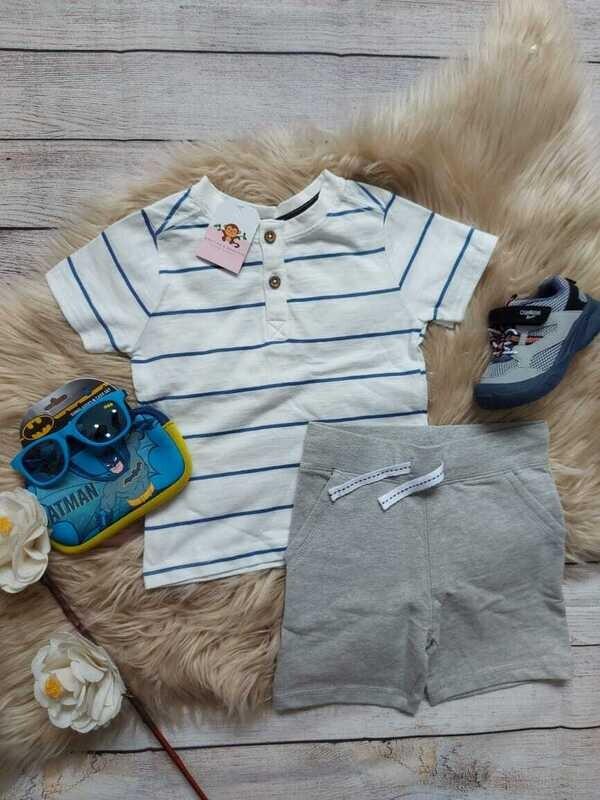 Set 2 piezas, camiseta blanca con rayas azules + short gris, 24 meses