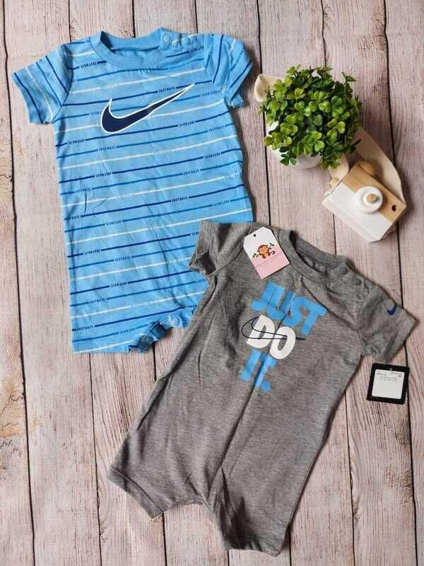 Pack 2 rompers Nike, celeste y gris, 6 meses