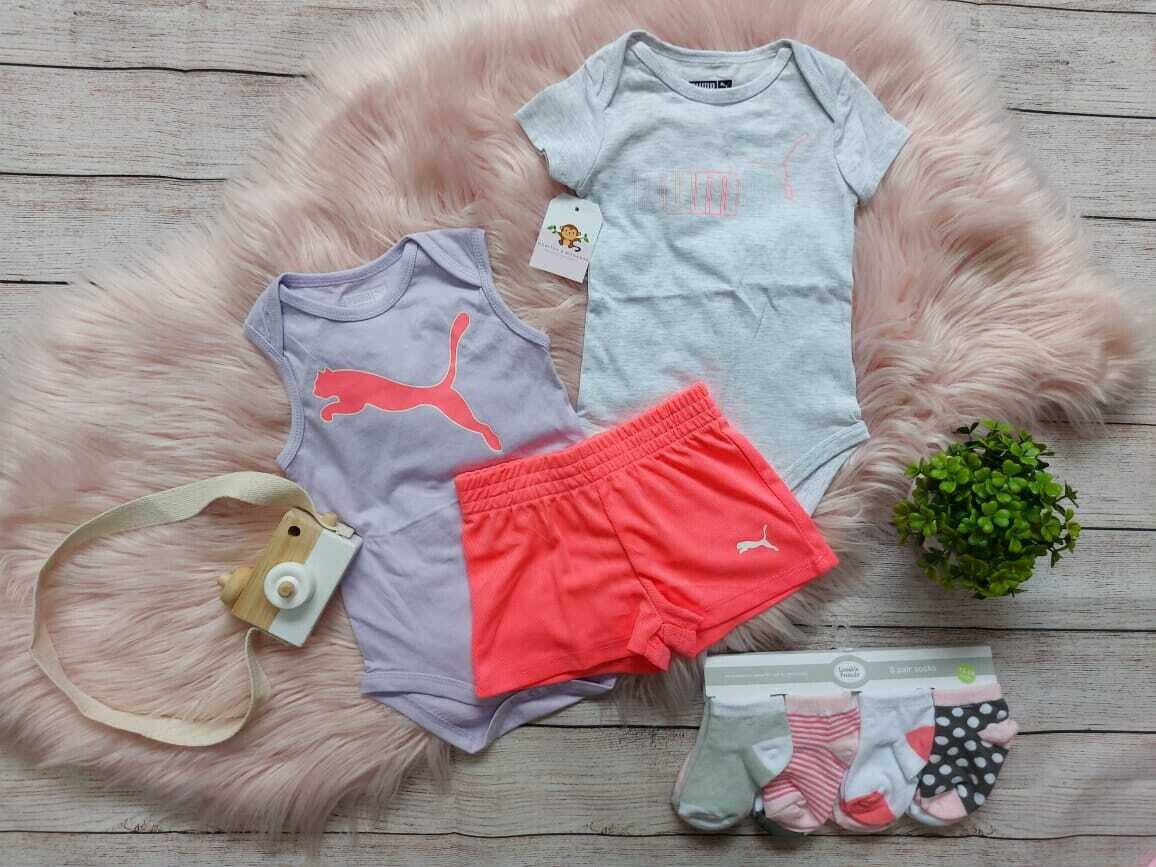 Set 3 piezas Puma, 2 bodysuits + short naranja neón, 6 a 9 meses