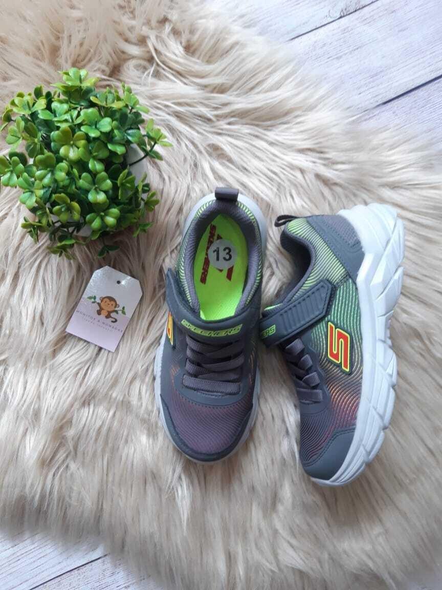 Zapatos deportivos Sketchers grises, Talla 13 us