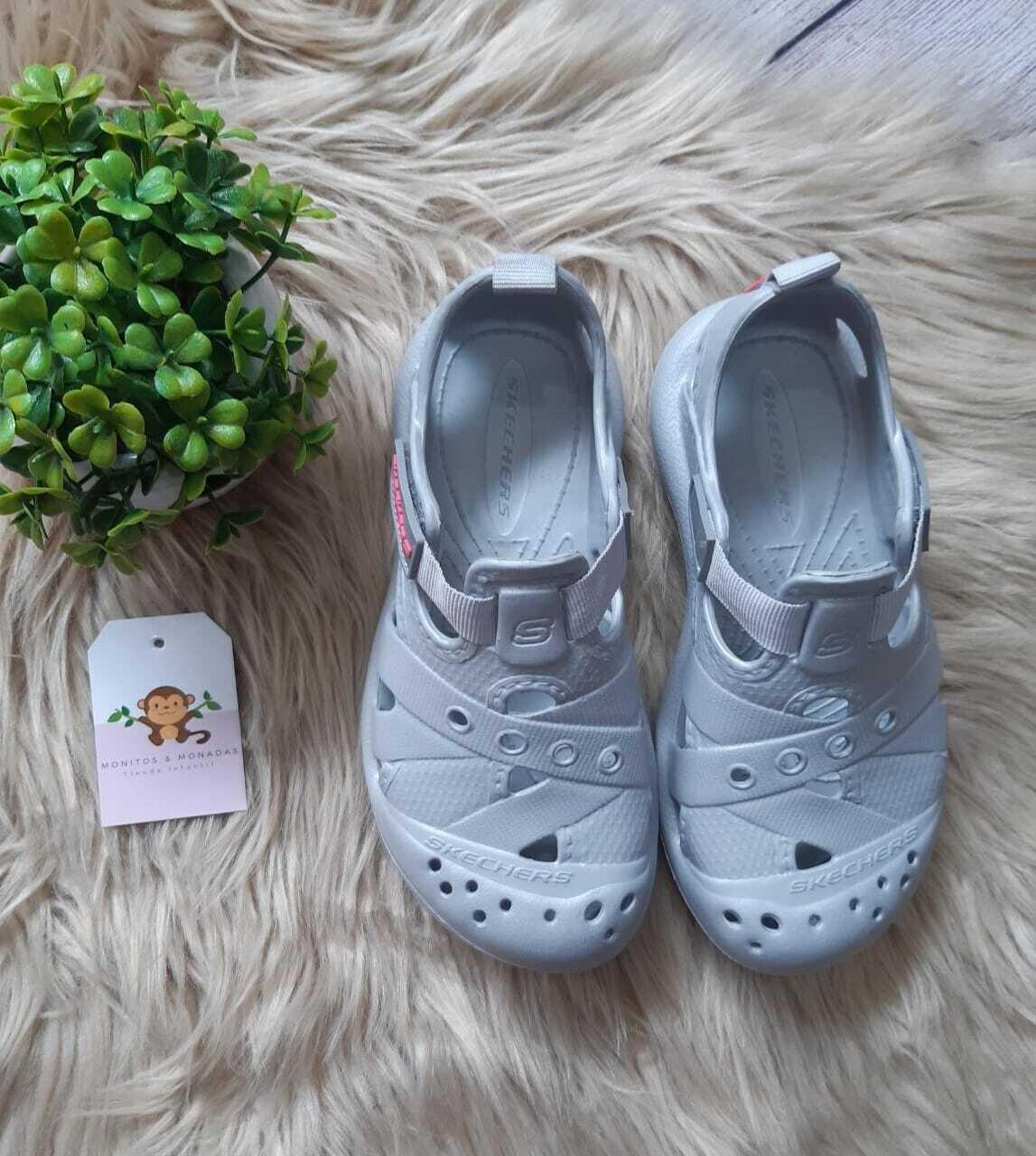 Zapatos Sketchers grises, talla 30